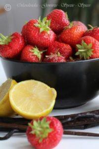 Zutaten für Erdbeermarmelade: Erdbeeren, Zitrone, Vanilleschoten